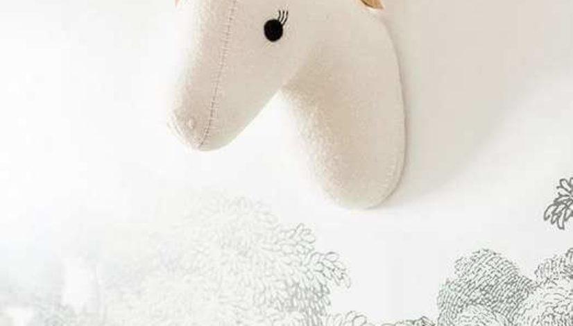 unicornio-de-peluche-para-decorar-la-pared